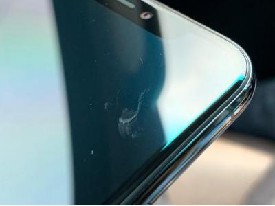 iPhone 11 Pro虽然耐摔,但是屏幕不耐刮?