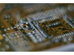 创业内单芯最大密度记录,SK 海力士成功开发 1Znm DDR4 DRAM