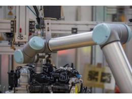 UR10协作机器人  小手臂大提升优傲优化福特汽车装配线生产效率