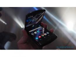 摩托罗拉折叠手机Razr的屏幕为何不会有折痕?