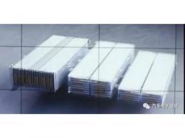 在软包模组上,通用玩出的两种堆叠方式
