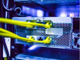 英特尔集成可编程以太网交换机,具备12.8 Tbps吞吐量以及更低功耗