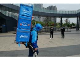 """上海街头惊现""""钢铁侠""""外卖小哥,饿了么回应:""""这是未来外卖配送方式"""""""