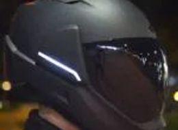 """摩托车头盔""""Cross Helmet X1 """"同时搭载广角摄像头和HUD实现360度视野"""