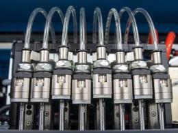 用实时采集系统实现对车用电磁阀性能的微观测试