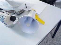 陶瓷扬声器系统的放大器设计
