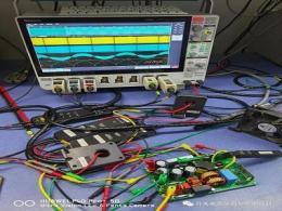 国产滞环电流控制无桥图腾柱PFC:评估板的简单测试