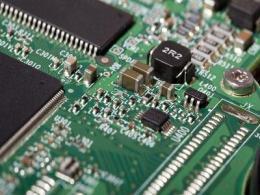 具有多路输入或集成内插滤波器的高速复用DAC同步法