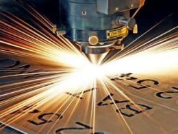 将多个超快光纤激光相干合成,可克服单根光纤的功率限制