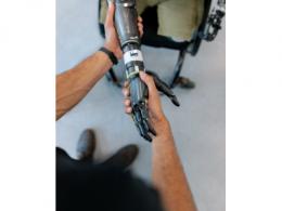 康奈尔研发可伸缩传感器:给虚拟现实体验触觉互动