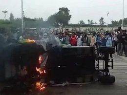iPhone 印度工厂大暴乱!近 2000 人打砸抢烧,员工称因工资缩水:每月最低 44 元