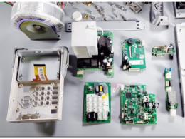 拆解单通道可编程线性直流电源:内部电路设计巧妙,小尺寸高可靠性