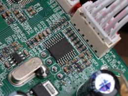 如何选择和使用嵌入式音频反馈文件的音频编解码器和微控制器?
