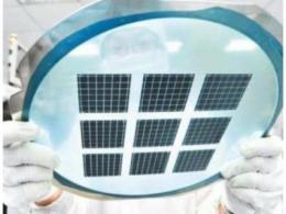 山东国宏中能设的年产11万片碳化硅衬底片项目试生产