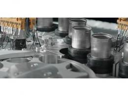 特斯拉续航里程可增16%新式电池生产线亮相:灵感源于罐装饮料