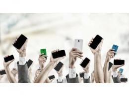 2020 年中国智能手机出货3.3亿台,同比下降11%