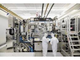 """清华团队报告了一种新型粒子加速器光源""""稳态微聚束""""研究,有望破解自研光刻机核心难题"""