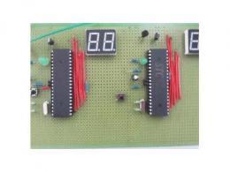 基于实时操作系统RTX51和AT89C52单片机实现智能交通灯的设计