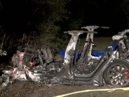 特斯拉车主「作死」成真:炫耀「主驾无人」,自动驾驶导致车毁人亡