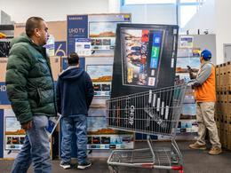 调查:芯片短缺正在推高科技产品价格,大尺寸电视价格已飙升约30%