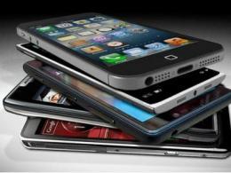 2021年智能手机出货量预计将达到13.8亿台,比2020年增长7.7%