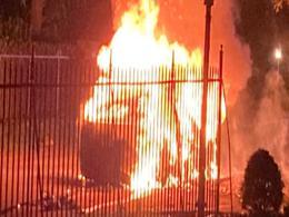 一辆全新特斯拉Model S Plaid在宾夕法尼亚州着火