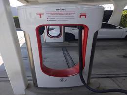 特斯拉将关闭其全球首座超级充电站