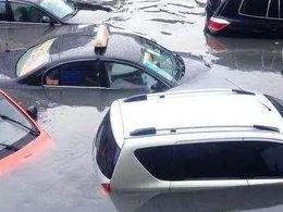 暴雨之下,电动车泡水后是否安全?