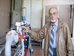 【科技】俄罗斯科学家提出用甲醇为电动汽车发动机发电