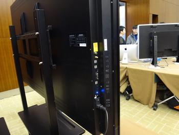 传统电视中的电脑和主机部分是一体型