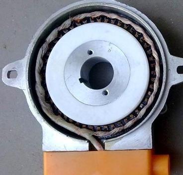 因为这种霍尔效应无刷直流测速发电机是一种无齿槽,无绕组的电机,所以