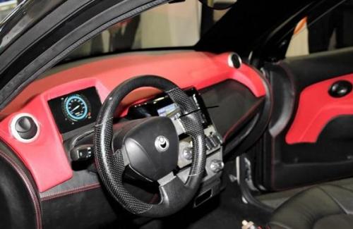 汽车电子 新闻 正文     该款电动车的车身及内饰均由塑料制成,但车门