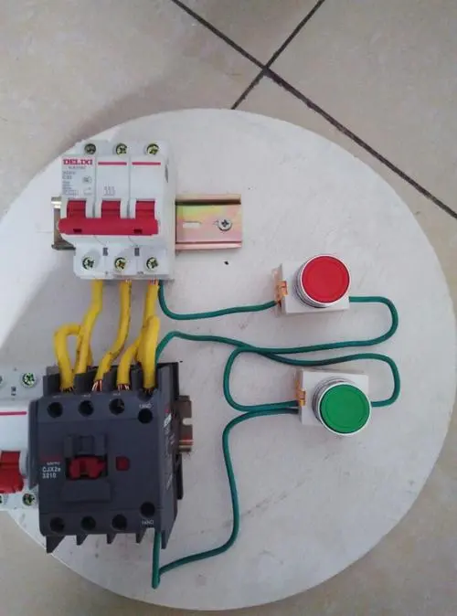 电机接线柱怎么接线