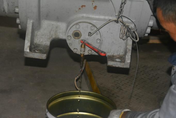 排出积水和残油