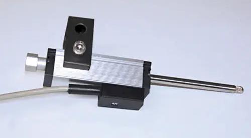 位移传感器的接线方式