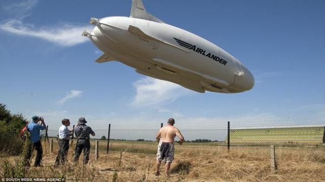 全球最大飞行器 Airlander 坠机2