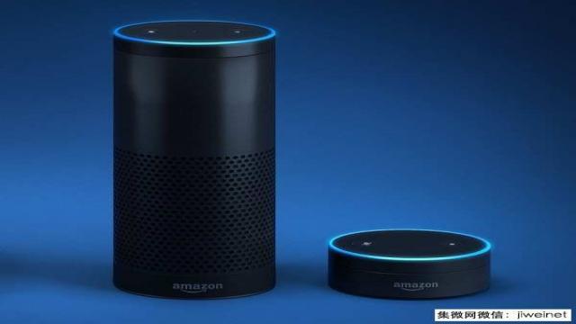 Amazon Echo (左)及其第二代产品Dot