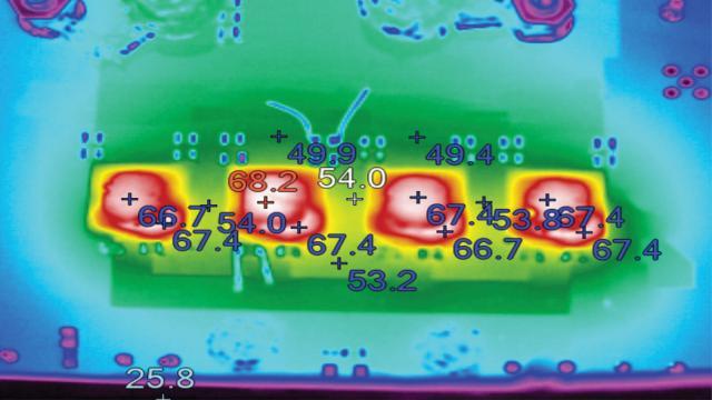 图 8:在 4 个并联运行的 LTM4636 之间精确均分电流,就 160A 应用而言温度仅上升 40°C。