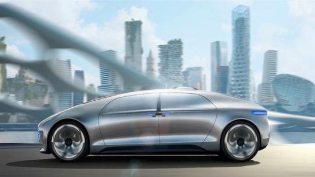 而乐视汽车具备较强的互联网基因,前脸配有超大的LED屏,可向路人显示车辆状态,主打智能互联概念,可以实现自动驾驶功能,并实现自我学习,具备人脸识别、情绪识别、环境识别和路径识别等功能。自宣布造车计划以来,乐视汽车先后战略投资充电桩公司、控股易到用车、与美国初创电动车公司Faraday & Future达成合作,逐步完善产业链布局。