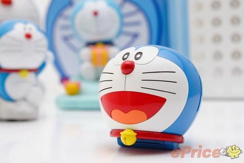 机器猫人脸造型的卡通手机,圆头圆脑配上那张可爱的笑脸不仅相当传神