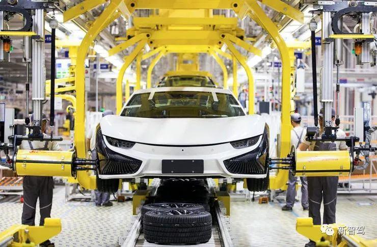座生产纯电动汽车的现代化工厂中,拥有焊装,成型,预装和总装四大车间.